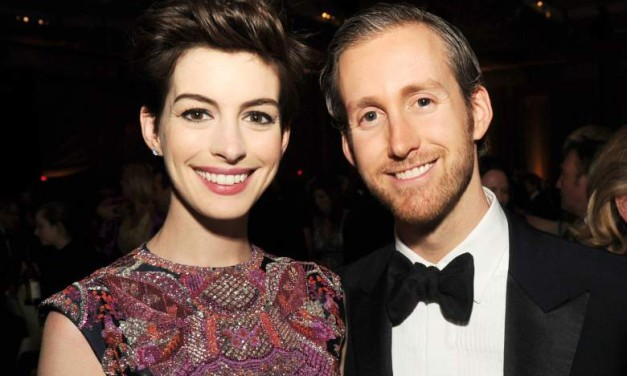 Anne Hathaway sessiz sedasız anne oldu