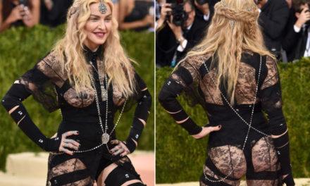 Madonna'dan dekolteli politik mesaj!