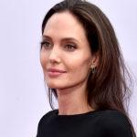 Angelina Jolie gözyaşlarına boğuldu