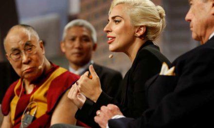 Çin Dalai Lama ile görüşen Lady Gaga'yı sildi!