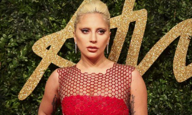 Lady Gaga Cardi B'ye arka çıktı!