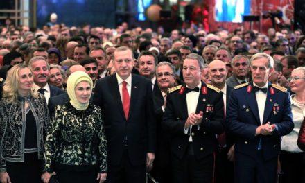 Ünlüler Beştepe'deki 29 Ekim resepsiyonuna akın etti