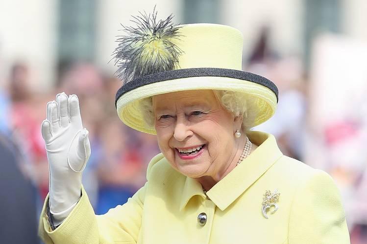 Kraliçe Elizabeth yeni bir rekor daha kırdı