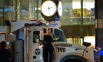 Lady Gaga'dan Donald Trump'a ilginç protesto
