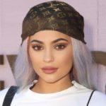 Kylie Jenner dev pitonla çıplak poz verdi!