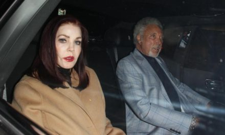 Tom Jones ve Priscilla Presley birlikte mi?