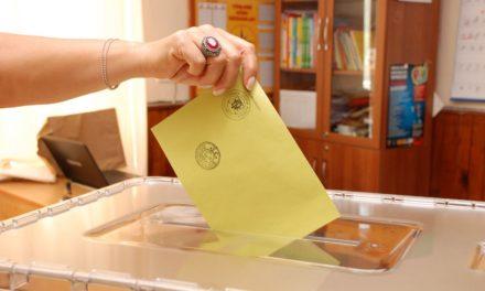 Türkiye'nin ünlü isimleri oylarını kullandı